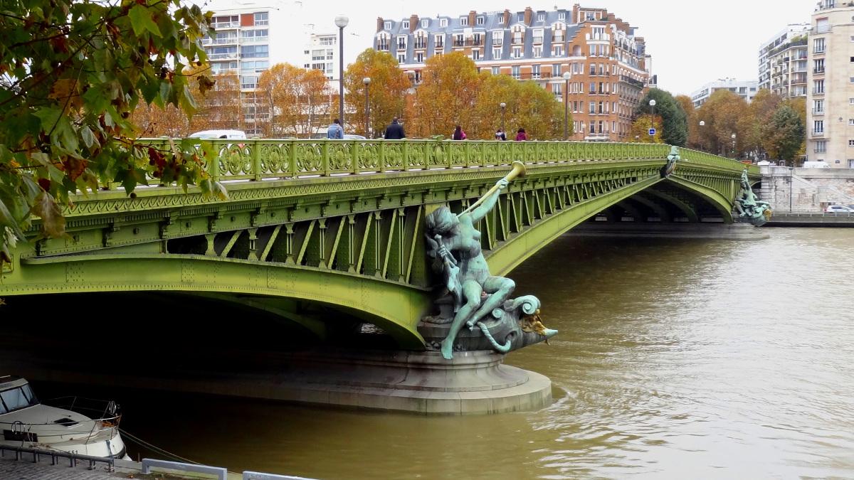 Paris Pont Mirabeau - https://echampa.com/en/files/2014/12/DSC03151.jpg