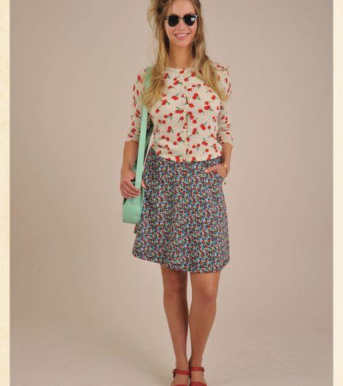 King Louie S16 Lookbook01 Cardi roundneck Cherries , Sofia skirt Punch, Perforated midi Bag