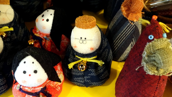 petites poupées japonaises